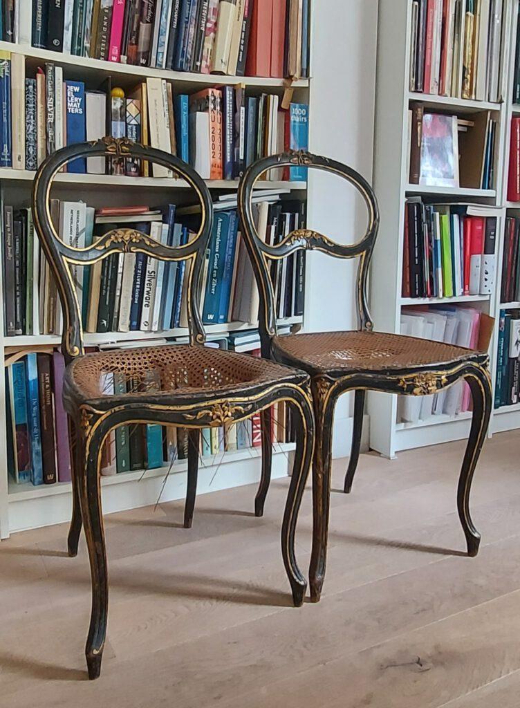 Twee stoelen toegeschreven aan Horrix